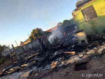 Casa é destruída por fogo no distrito de Jacutinga, em Ivaiporã - CGN