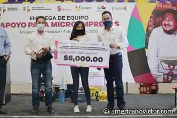 Entrega Carlos Herrera Tello créditos y equipamiento a comerciantes de Uruapan - www.americanovictor.com