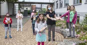 Der Förderverein der Lindenschule Trebur begrüßt die Schüler wieder in der Schule - Main-Spitze