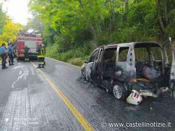 VELLETRI - Autovettura in fiamme sulla via dei Laghi: illesi i 3 occupanti. Sul posto Vigili del Fuoco e Carabinieri - Castelli Notizie