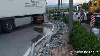 Camion rovesciato Liberata la strada dopo dieci ore - L'Arena