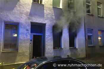 Wohnungsbrand in Gelsenkirchen: Gesamte Straße qualmt und Fenstersplitter fliegen meterweit - Ruhr Nachrichten