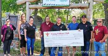 Weyburn Young Fellows donate to Therapeutic Animal Park - Weyburn Review