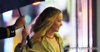 Jennifer Lawrence surprises with a blazer of cleavage in New York - Play Crazy Game