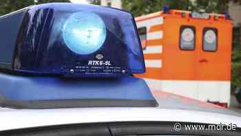 Frau in Zwickau von eigenem Auto überrollt - MDR