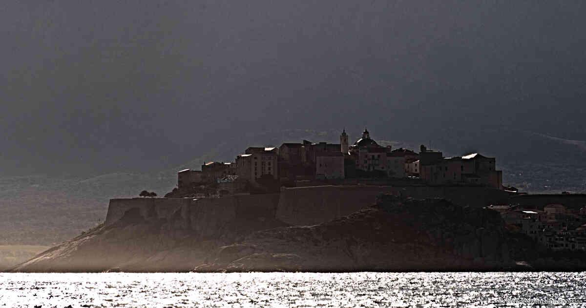 La photo du jour : Calvi, citadelle magique - Corse Net Infos