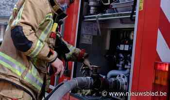 Tuinhuisbrand slaat over op gebouw - Het Nieuwsblad