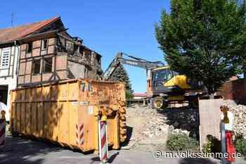 Weferlingen: Ausgebranntes Fachwerkhaus wird abgerissen - Volksstimme