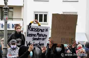 In Bad Mergentheim trafen sich am Samstag 130 Menschen zum Protest. - Fränkische Nachrichten