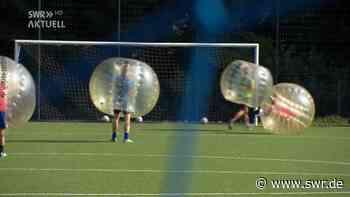 Wegen Corona: Bubble-Soccer statt Körperkontakt in Bissingen | SWR Aktuell Baden-Württemberg | SWR Aktuell - SWR