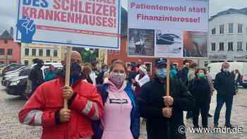 Krankenhaus Schleiz: Mitarbeiter erhöhen Druck auf Geschäftsführung - MDR
