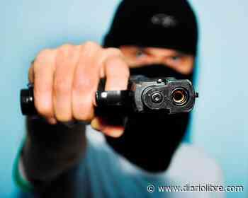 Asaltan a punta de pistola a dos mujeres en Villa Mella y les piden contraseña de sus celulares - Diario Libre
