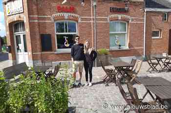 Bram en Lana staan te popelen om te openen - Het Nieuwsblad