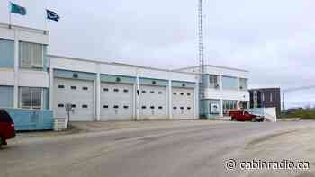 Inuvik demolishes abandoned apartment complex after fire - Cabin Radio
