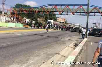 ¡Quieren Gasolina! Conductores trancan intercomunal Cabudare - Acarigua - La Prensa de Lara