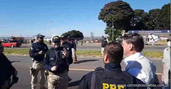 Sem máscara, Bolsonaro visita Comando de Artilharia do Exército em Formosa - Correio Braziliense