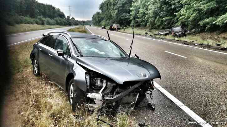 Drie voertuigen botsten op Noord-Zuid in Overpelt