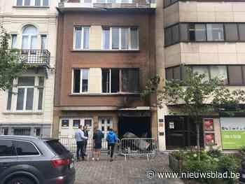 Agenten gewond door bewoners uit brand te redden - Het Nieuwsblad