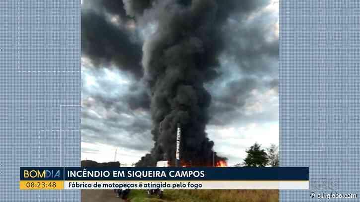 Fábrica de botas e roupas para motoqueiros pega fogo, em Siqueira Campos - G1