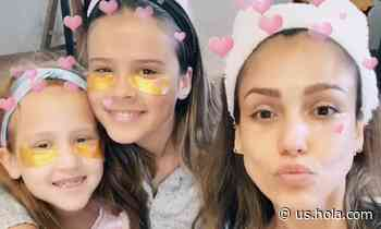 Jessica Alba reveals her secret to getting her family serious about their skincare - HOLA USA