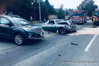 Serious crash in View Royal sends several people to hospital - Victoria News