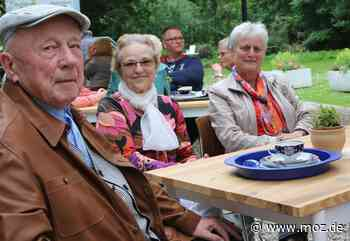 Ausflugstipp: Schlangen vorm Sammeltassencafè in Seelow - Märkische Onlinezeitung
