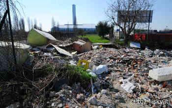 Afragola, sversamento illecito di rifiuti: denunciato 26enne - Sky Tg24