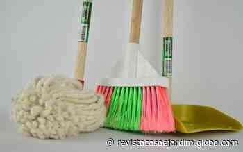 Como higienizar vassouras, esponjas e panos após a faxina - Casa e Jardim