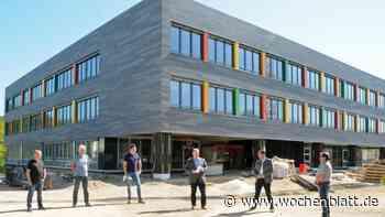Ein attraktives Lernumfeld: Fassade der Walter-Höllerer-Realschule in Sulzbach-Rosenberg als Hingucker - Wochenblatt.de