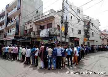 Lockdown di New Delhi Dilonggarkan, Ratusan Orang Antre Beli Minuman Keras - Okezone
