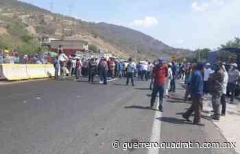 Bloquean una hora en Zumpango para exigir entrega de fertilizante - Quadratín Michoacán