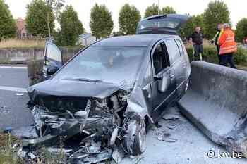 Zwaar auto-ongeval in Stationsstraat Jabbeke, vijf inzittenden naar ziekenhuis - Krant van Westvlaanderen