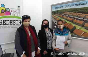 Moradores do Nova Morada I e II, em Estrela, recebem contratos - independente