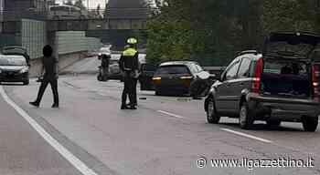 Tre auto si urtano nel sottopasso a Torrebelvicino, due feriti - Il Gazzettino