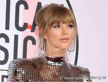 Jahre später... - Taylor Swift erhält endlich ihr Abschlusszeugnis! - Radio Hamburg