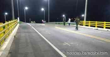 Cinco personas que iban en una moto murieron al chocar de frente con una camioneta - Noticias Caracol
