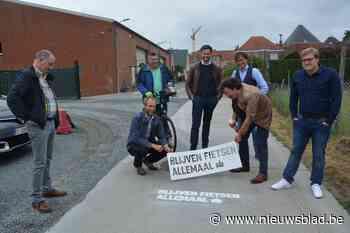 """Oosterzele moedigt aan: """"Blijven fietsen allemaal"""" (Oosterzele) - Het Nieuwsblad"""