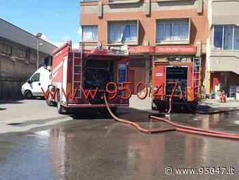 INCENDIO IN UN CAPANNONE DI MISTERBIANCO - 95047.it - 95047