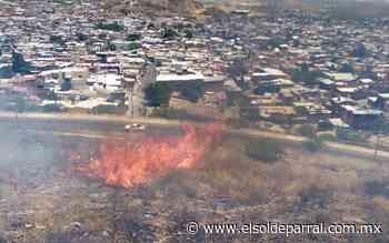 Incendio de pasto seco en la colonia La Esmeralda alerta a vecinos - El Sol de Parral