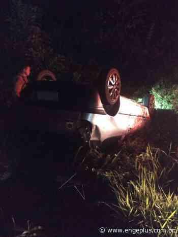 Motorista perde o controle da direção e capota veículo em Orleans - Engeplus