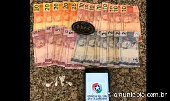 Polícia flagra tráfico de drogas na rua Alvina Simas Reis, em Tijucas - O Munícipio