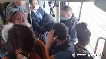 Milano-Mortara, affollamento sui treni: i pendolari protestano - IL GIORNO