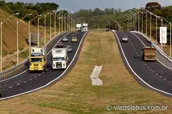 Tombamento de carreta interdita pistas da Rodovia Fernão Dias em Camanducaia nesta terça-feira (09) - Via Trolebus