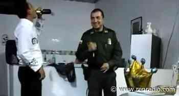 Comandante de Policía de Baraya, Huila participa en una fiesta en plena cuarentena - RCN Radio