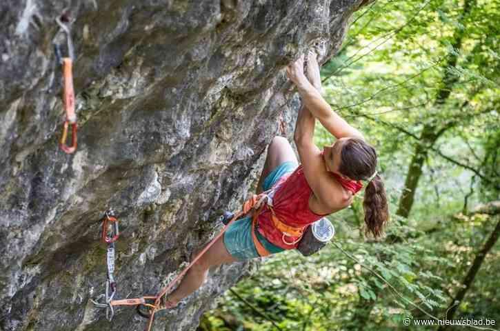 """Topklimster (23) verovert moeilijkste beklimming van het land: """"Eerbetoon aan overleden Chloe Graftiaux"""""""