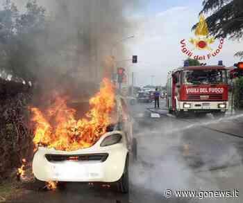 Auto distrutta dalle fiamme a Ponsacco - gonews
