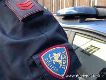 Aziende di Viadana e Guastalla regalano distributori igienizzanti alla Polizia Stradale Reggiana - Modena 2000