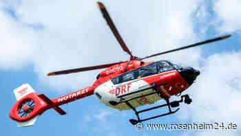 Plötzlich steigt Pferd und tritt Besitzerin in den Rücken - Hubschrauber im Einsatz - rosenheim24.de
