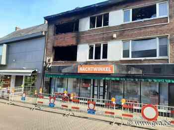 Veldstraat blijft afgesloten na zware brand zondagavond, pan... (Meerhout) - Gazet van Antwerpen