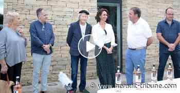 PEZENAS - Lancement de la bouteille de 54ème Mirondela dels Arts 2020 aux Caves Molière - Hérault-Tribune